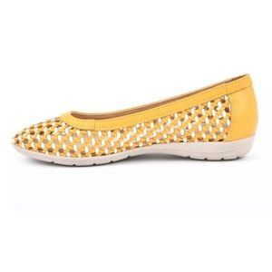 NWT Cliffs Faylie Leather Flats in Box
